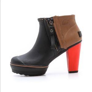 Sorel Medina Boot size 7 rain Orange heel leather